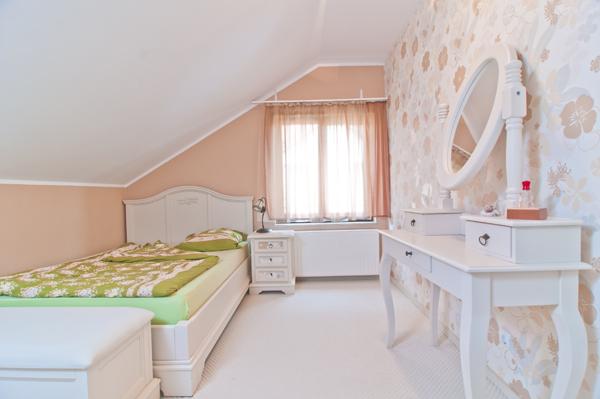 Nha-dep-mot-tret-mot-lung-o-Floresti-9 Nhà đẹp một trệt - một lửng