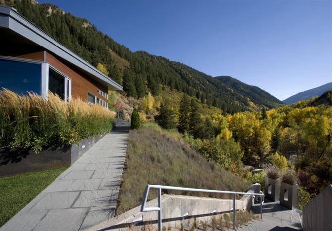 nha-edge-studio-b-architects10 Ngôi nhà giữa thiên nhiên hùng vĩ
