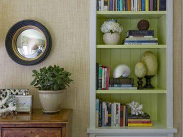 Tạo điểm nhấn không gian với tủ và kệ treo tường